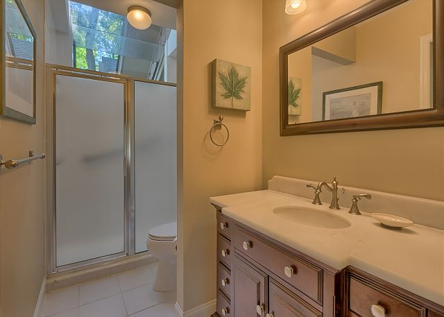 Battery 21 - Bedroom 3 Bath with Shower - HiltonHeadRentals.com