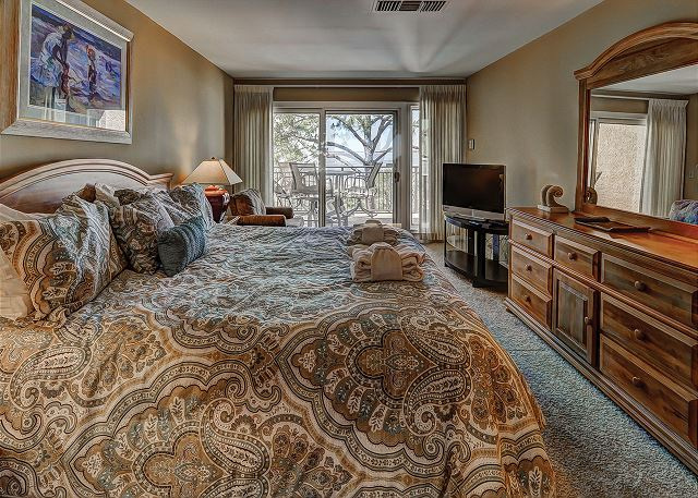Beachside Tennis 1881 - Master Bedroom Flat Screen TV - HiltonHeadRentals.com