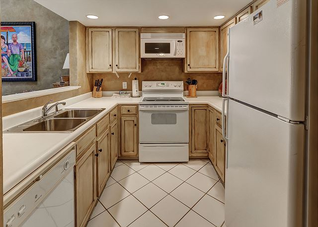 Beachside Tennis 1881 - Fully Equipped Kitchen - HiltonHeadRentals.com