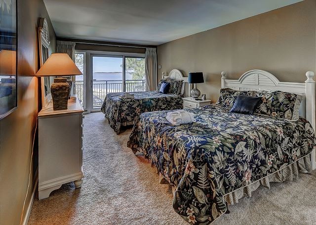 Beachside Tennis 1881 - Bedroom 2 with Queen beds, Flat Screen TV & Private Bath - HiltonHeadRentals.com