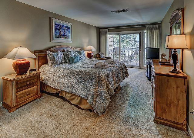 Beachside Tennis 1881 - Master Bedroom with King bed, Flat Screen TV & Private Bath - HiltonHeadRentals.com