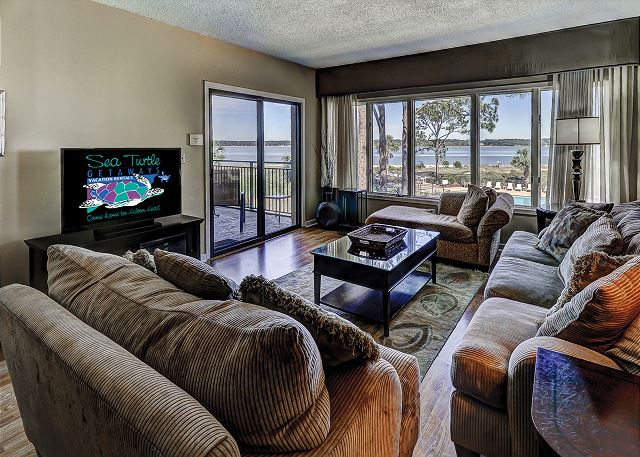Beachside Tennis 1854 - Living Room with Beach Views & Flat Screen TV - HiltonHeadRentals.com