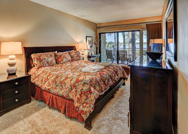 Beachside Tennis 1854 - Master Bedroom with King bed, Flat Screen & Private Bath - HiltonHeadRentals.com
