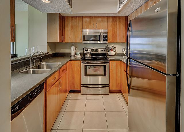 Beachside Tennis 1854 - Fully Equipped Kitchen - HiltonHeadRentals.com