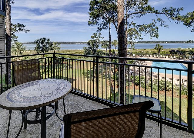 Beachside Tennis 1854 - Private Balcony overlooks Pool & Beach - HiltonHeadRentals.com