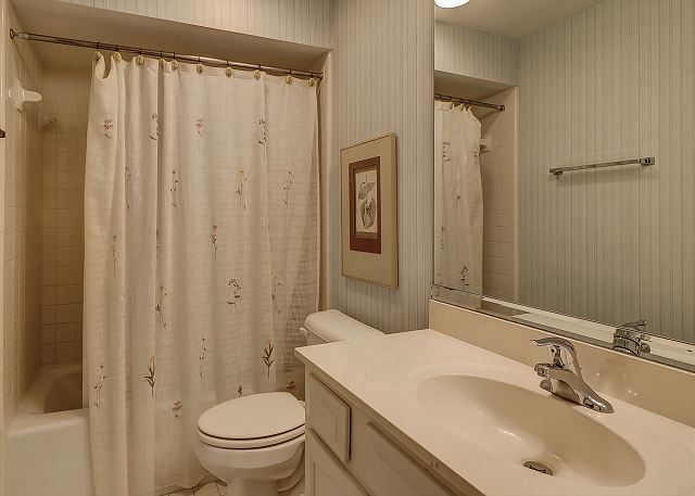 Captains Walk 481 - Bedroom 2 Private Bath - HiltonHeadRentals.com