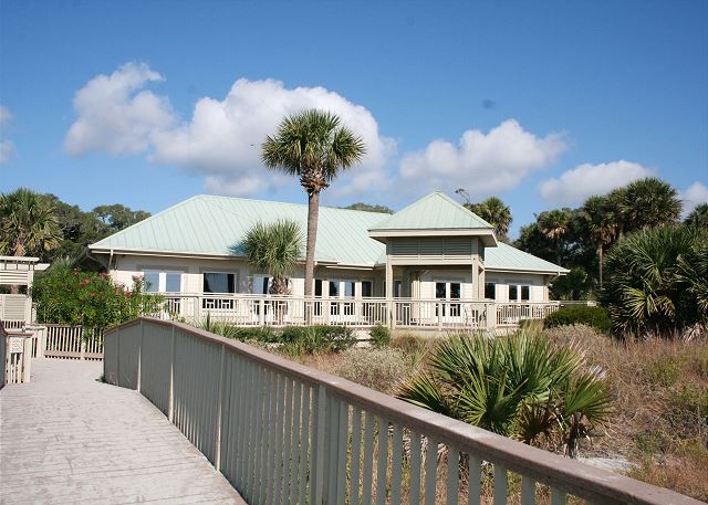 Colonnade Club 196 - Walk to the Shipyard Beach Club - HiltonHeadRentals.com