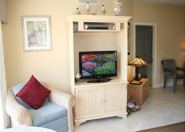 Barrington Court 210 - Flat Screen TV in Living Room - HiltonHeadRentals.com