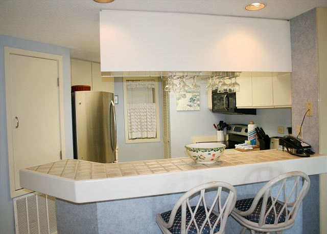 Barrington Court 210 - Breakfast Bar - HiltonHeadRentals.com