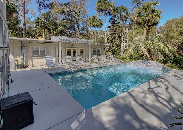 Private Pool can be heated for an additional fee