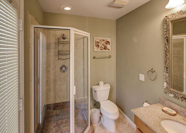 Bittern 15 - Cottage Bath with Shower - HiltonHeadRentals.com