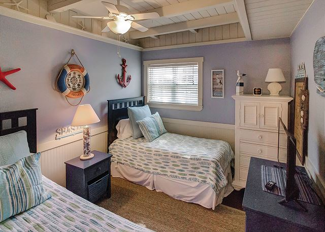 Bedroom 3 with Twin beds & Shared Bath