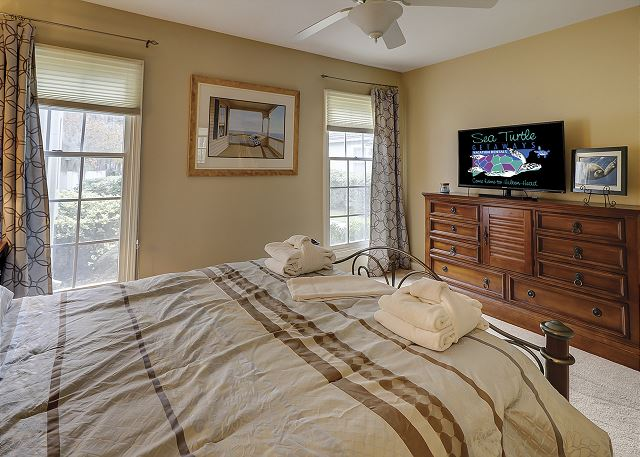 Evian 240 - Bedroom 2 Flat Screen TV - HiltonHeadRentals.com