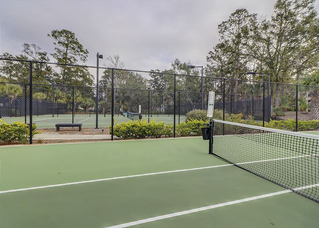 Enjoy the 6 FREE onsite Tennis Courts