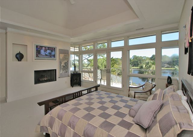 Full Sweep 16 - Master Suite with Queen bed, Flat Screen TV & Private Bath - HiltonHeadRentals.com