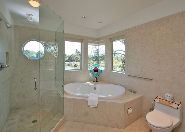 Full Sweep 16 - Master Bath with Soaking Tub & Shower - HiltonHeadRentals.com