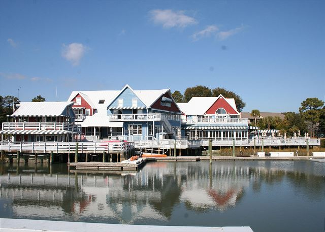 Gadwall 3 - Walk to the South Beach Marina Village - HiltonHeadRentals.com