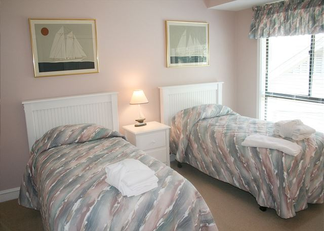 Bedroom 2 with Twin beds & Private Bath