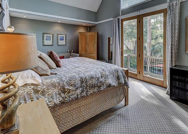 Pelican 7 - Master Bedroom - HiltonHeadRentals.com