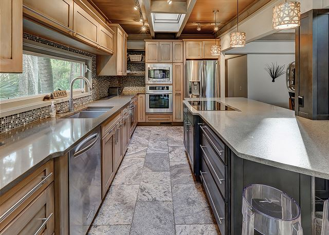 Pelican 7 - Fully Equipped Kitchen - HiltonHeadRentals.com