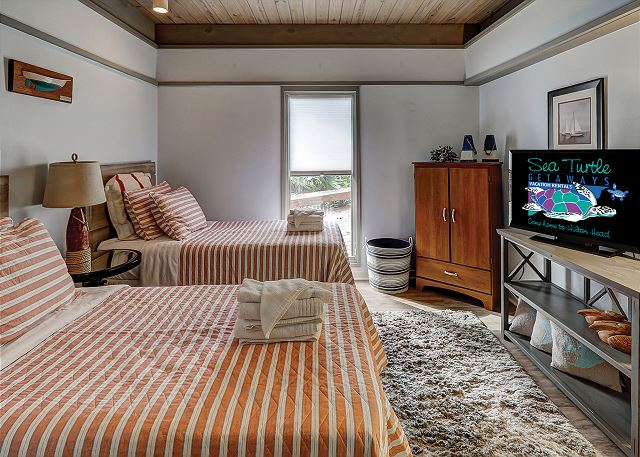 Bedroom 4 with Twin beds, Flat Screen TV & Private Bath