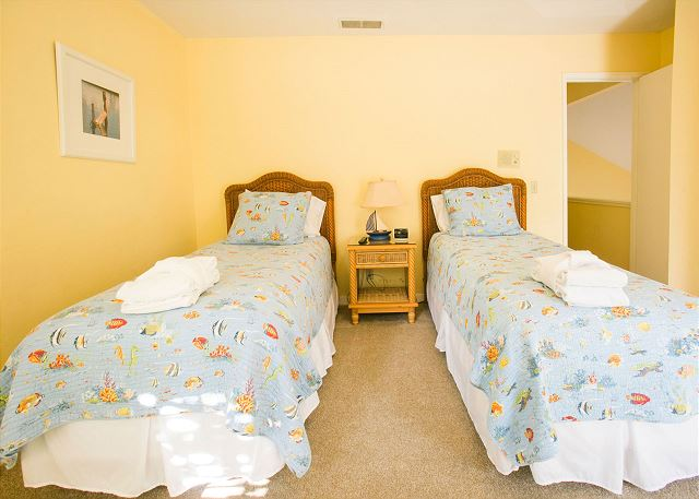 Bedroom 4 with Twin beds & Shared Bath