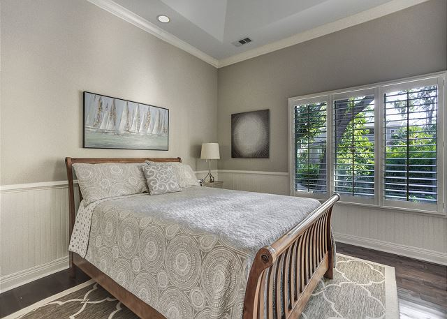 Bedroom 4 with Queen bed, Flat Screen TV & Private Bath