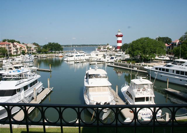 Walk easily to the Harbour Town Marina