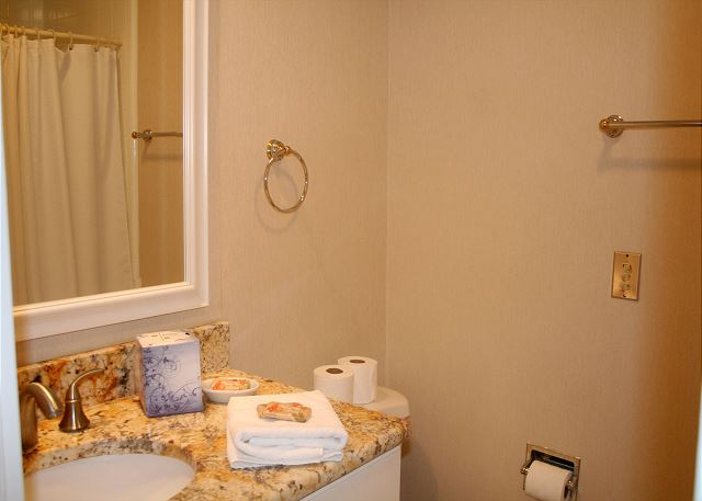 Shipmaster 604 - Bedroom 2 Bath with Tub/Shower Combo - HiltonHeadRentals.com