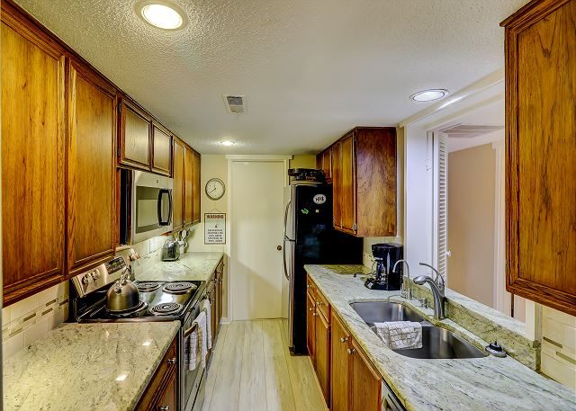 Shipmaster 604 - Kitchen - HiltonHeadRentals.com