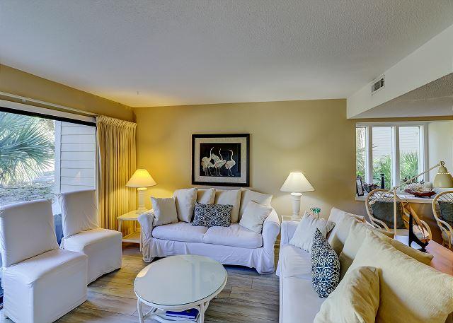 Shipmaster 604 - Living Room - HiltonHeadRentals.com