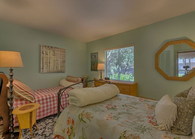 Spotted Sandpiper 12 - Bedroom 3 with Full & Twin bed and Shared Bath - HiltonHeadRentals.com