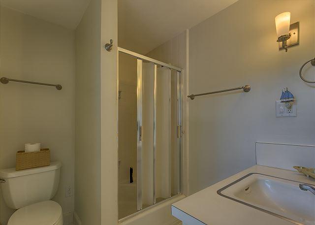 Spotted Sandpiper 12 - Master Bath - HiltonHeadRentals.com