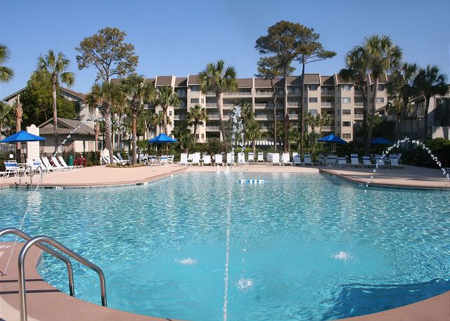 Shorewood 136 - Zero Entry Pool measure 66' x 66' - HiltonHeadRentals.com