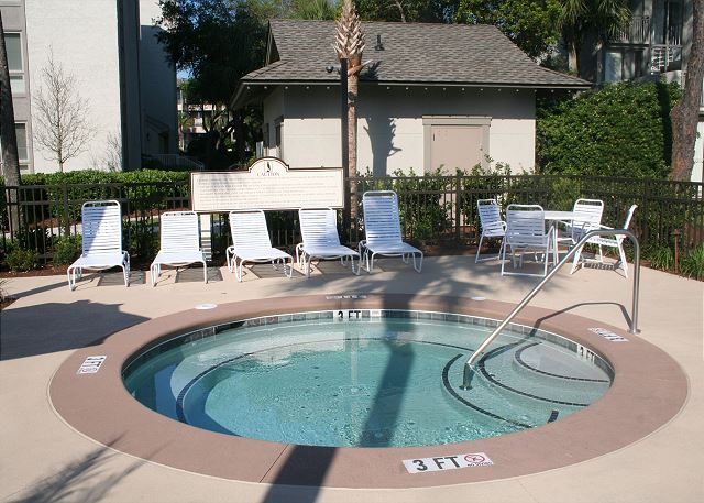 Shorewood 308 - Poolside Hot Tub - HiltonHeadRentals.com