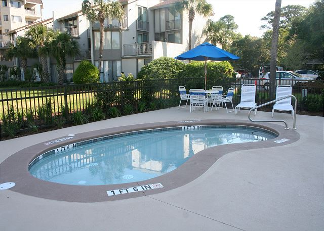 Shorewood 308 - Poolside Baby Pool - HiltonHeadRentals.com