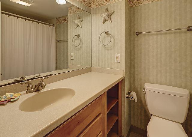 Shorewood 308 - Master Bath - HiltonHeadRentals.com