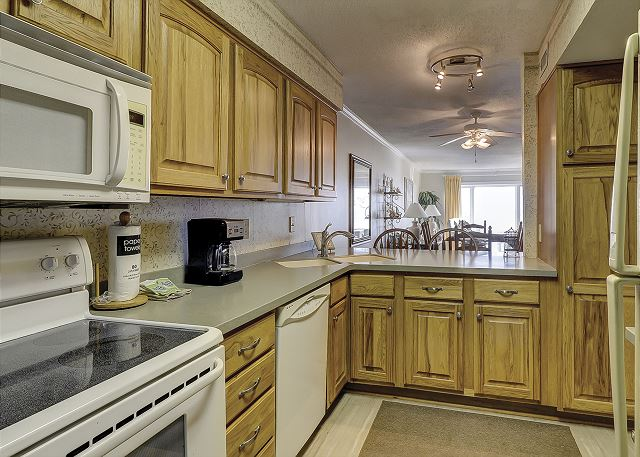 Shorewood 308 - Fully Equipped Kitchen - HiltonHeadRentals.com