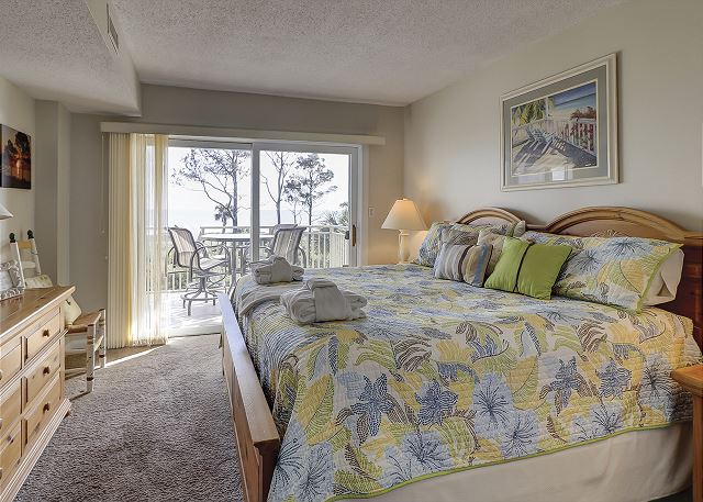 Shorewood 308 - Oceanfront Master Bedroom with King bed, Flat Screen TV & Privat - HiltonHeadRentals.com