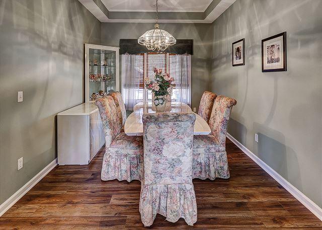 Topside 6 - Dining Room - HiltonHeadRentals.com