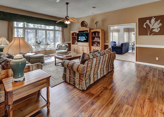 Topside 6 - Living Room - HiltonHeadRentals.com