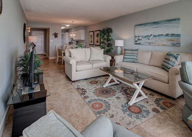 Shorewood 310 - Oceanfront Living Room with Flat Screen TV - HiltonHeadRentals.com