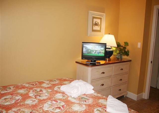 Shorewood 310 - Bedroom 2 Flat Screen TV - HiltonHeadRentals.com