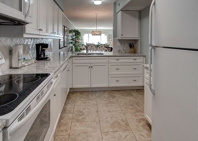 Shorewood 310 - Fully Equipped Kitchen - HiltonHeadRentals.com
