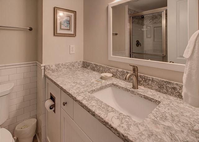 Shorewood 310 - Master Bath - HiltonHeadRentals.com