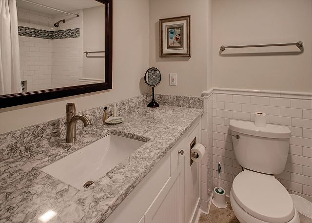 Shorewood 310 - Bedroom 2 Private Bath - HiltonHeadRentals.com