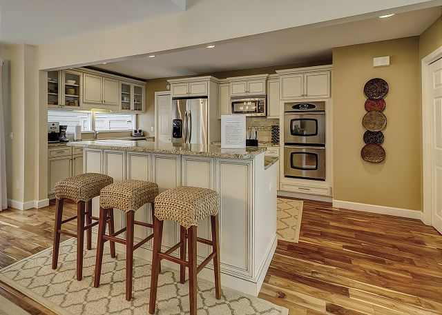 Water Oak 33 - Fully Equipped Kitchen with Breakfast Bar - HiltonHeadRentals.com