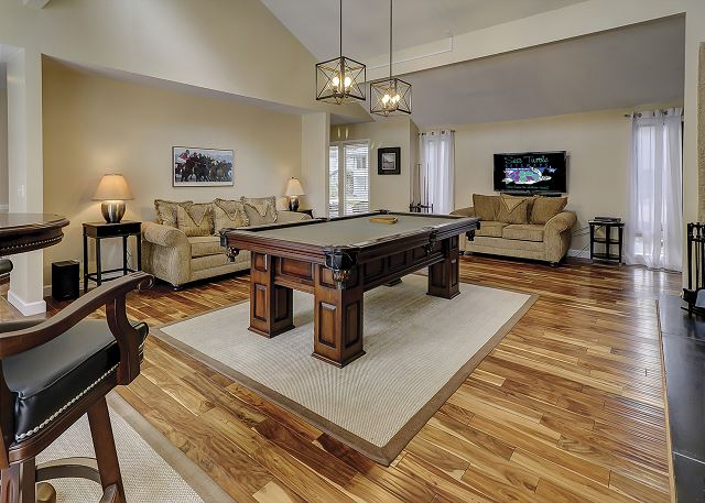 Water Oak 33 - Billiard Room with Flat Screen TV - HiltonHeadRentals.com