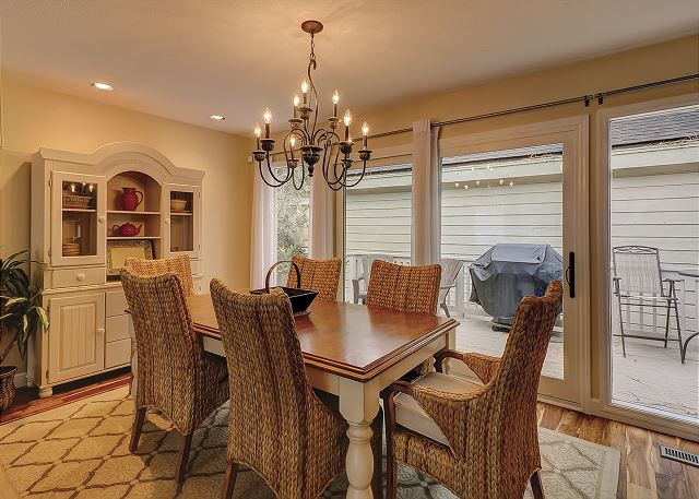 Water Oak 33 - Dining Room - HiltonHeadRentals.com