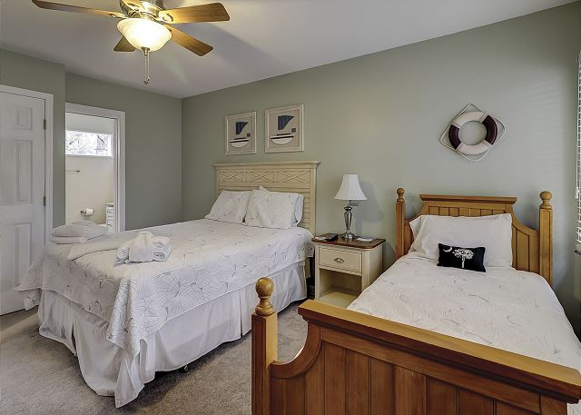 Bedroom 2 with Queen bed & Twin Trundle Bed, Flat Screen TV & Pr